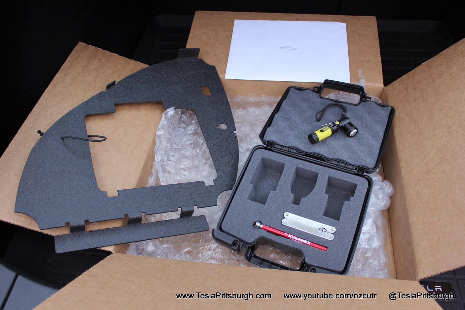 Model-S-Charge-Adapter-Lighting-Case-2