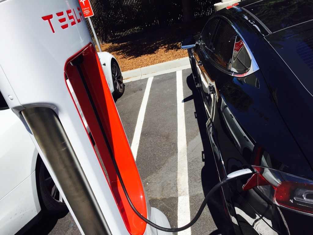 Liquid-cooled Tesla Supercharger in Mountain View, CA