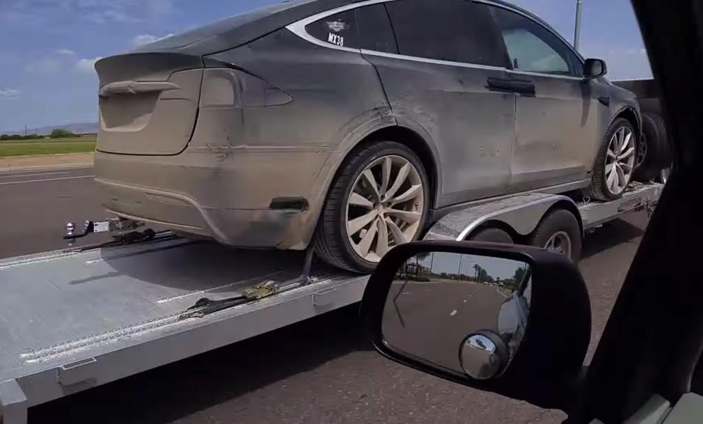 Tesla-Model-X-Off-Road-Hitch