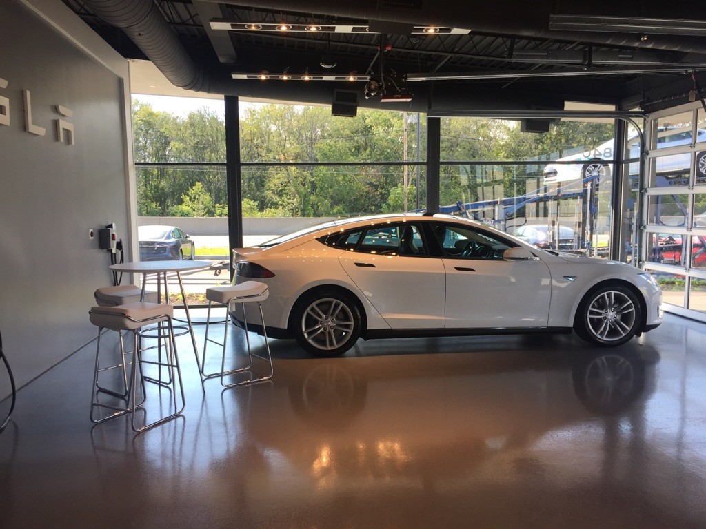 Model S 70D at the Tesla Store in Dedham, MA [Source: @Teslaliving]