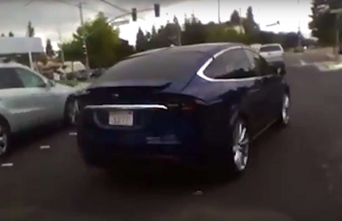 Blue-Tesla-Model-X-082915