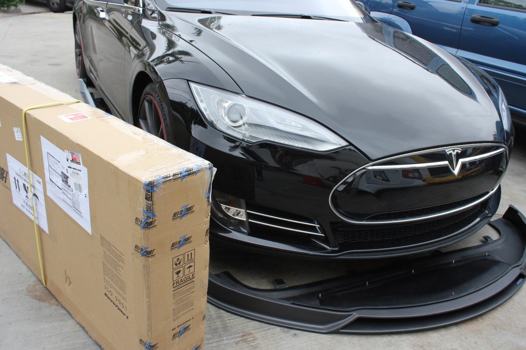 RevoZport-Tesla-Carbon-Fiber-Bodykit-Packaging