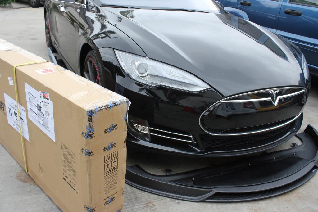 RevoZport-Tesla-Carbon-Fiber-Bodykit-Packaging