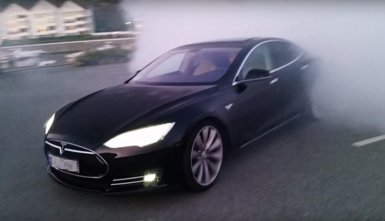 Black-Tesla-Model-S-Burnout