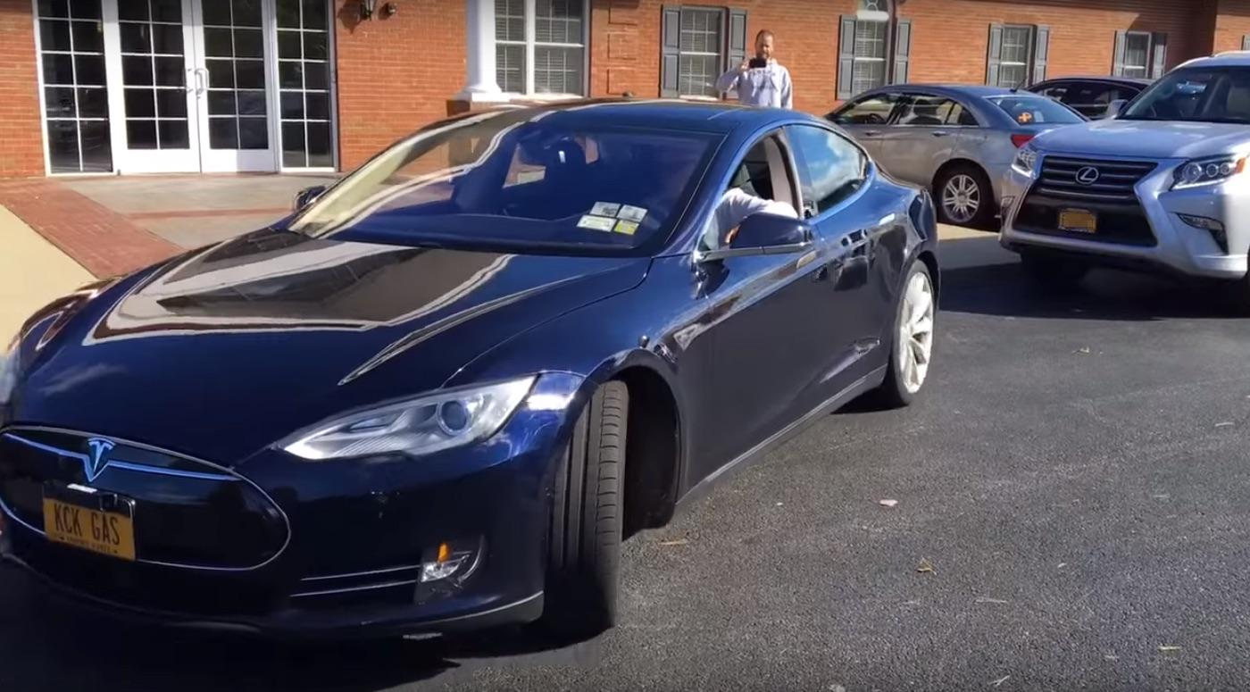 Tesla-Model-S-Parallel-Autopark