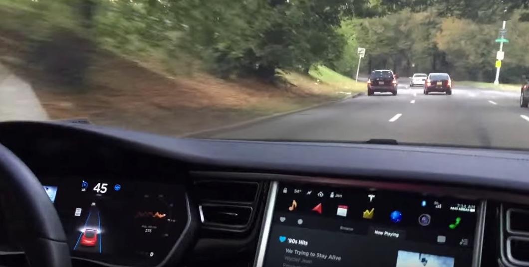 Tesla-Autopilot-Curve-Traffic