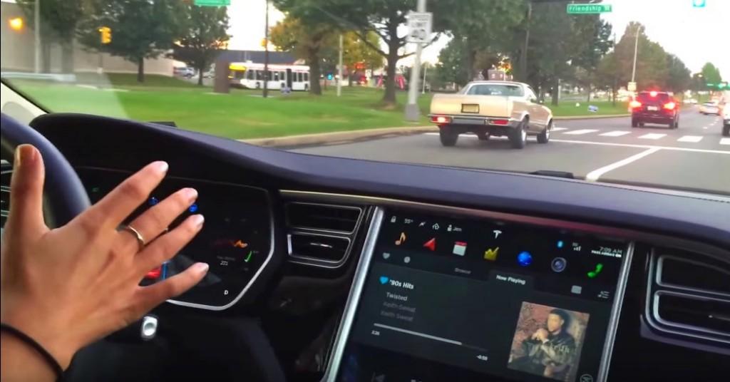 Tesla-Autopilot-Hands-Free-Touchscreen