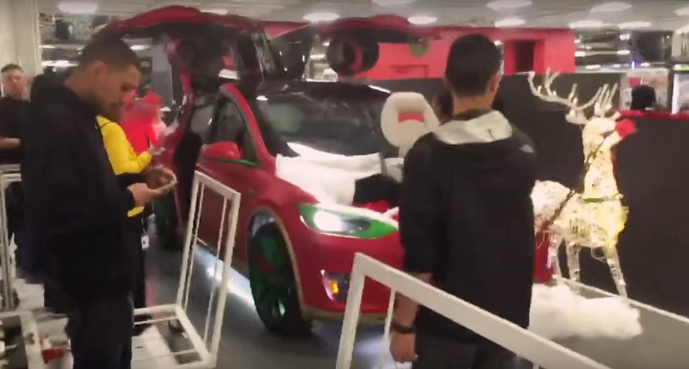 Tesla-Model-X-Christmas-Santa-Reindeer-Sleigh
