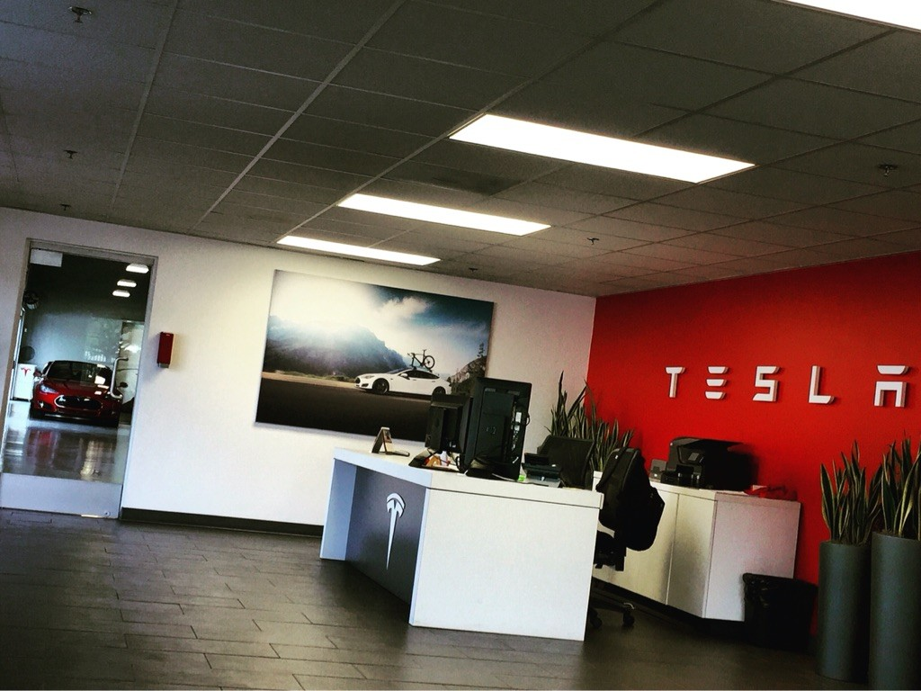 Tesla Service Center in Los Angeles
