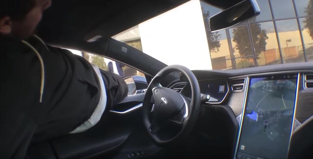 Mike-Mo-Capaldi-Tesla-Autopark-Stunt