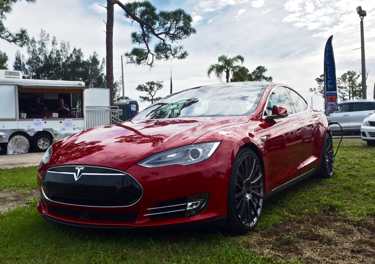 Ludicrous Model S P90D with lightweight high performance Pulse wheels