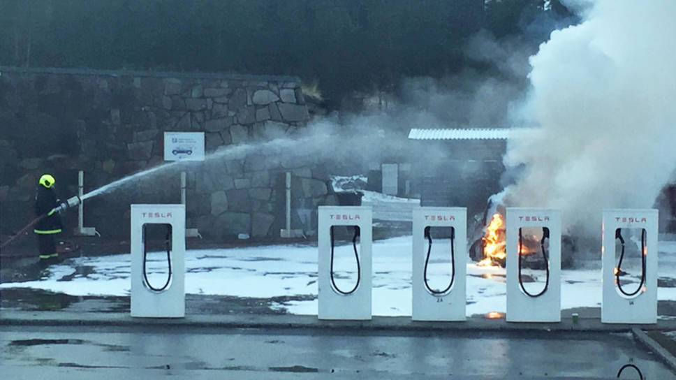 Tesla-Fire-Supercharger-Norway