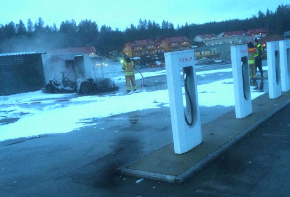 Tesla-Model-S-Fire-Station-Wreckage-Norway