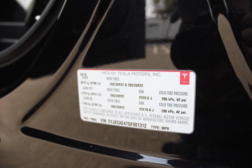 Tesla Model X Tire Pressure Label