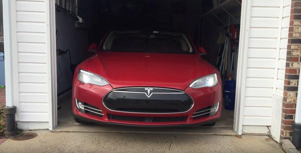 Tesla-Summoning-Out-Garage-1