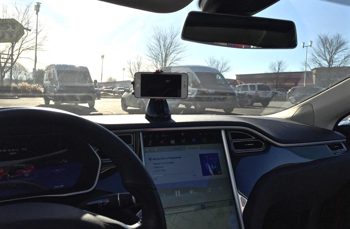 Montar-Air-Phone-Mount-Tesla-Model-S