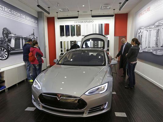 Tesla store in Cincinnati