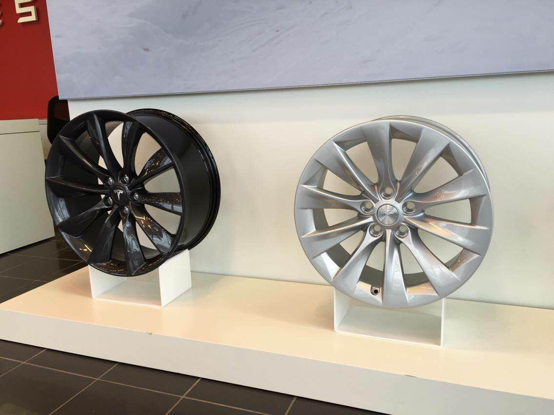"Tesla 21"" Turbine vs 19"" Slipstream wheel"