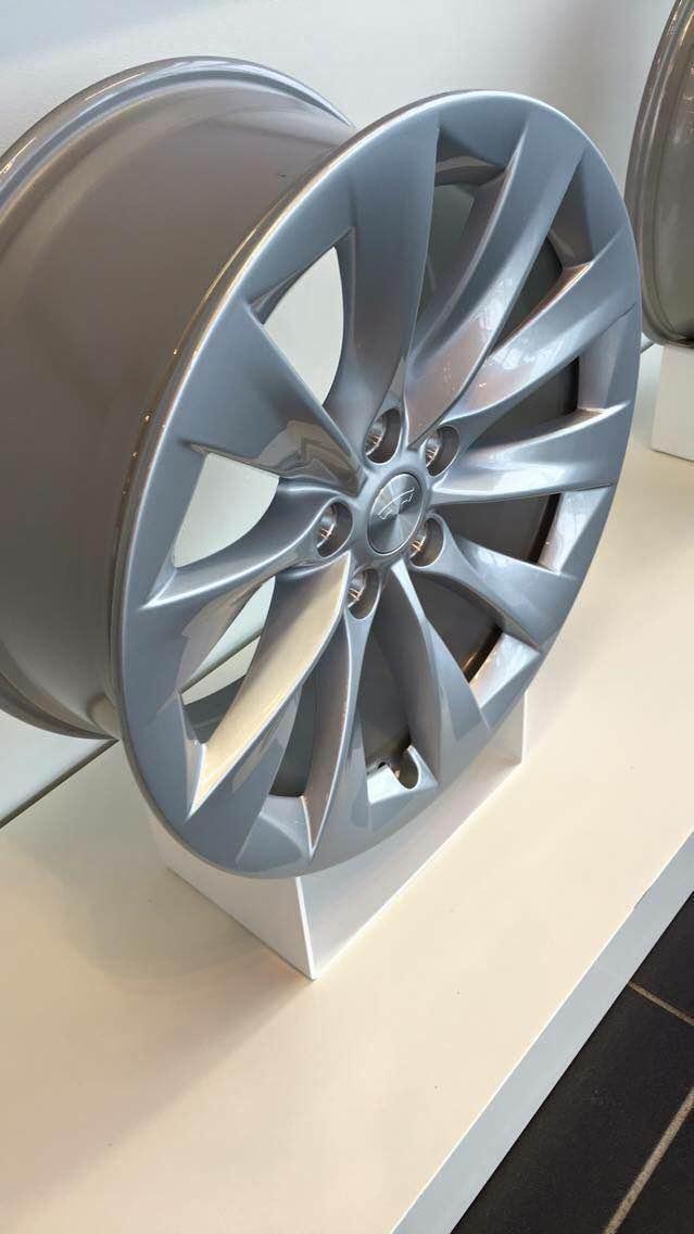 Tesla 19″ Slipstream wheel