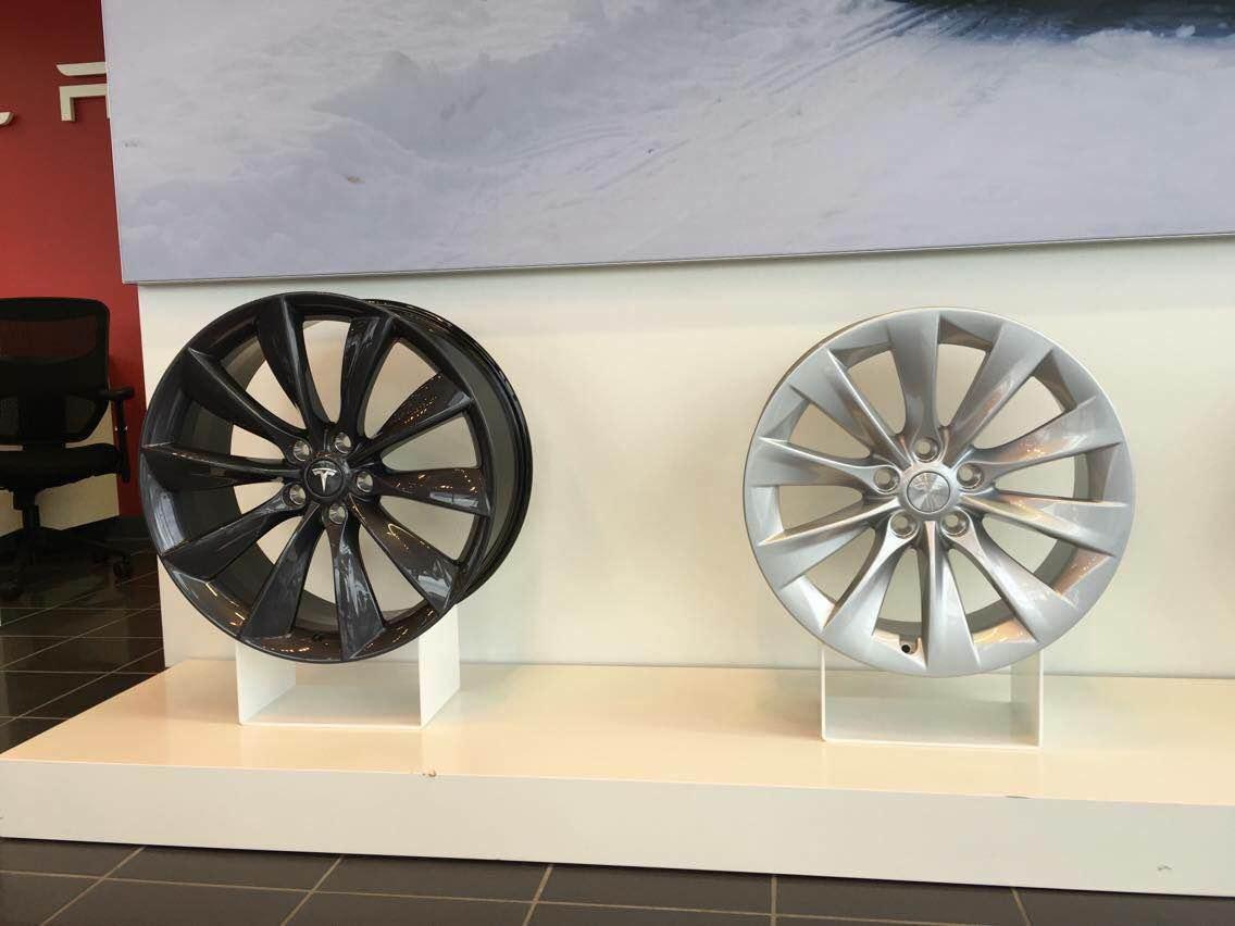 Tesla 21″ Turbine vs 19″ Slipstream wheel
