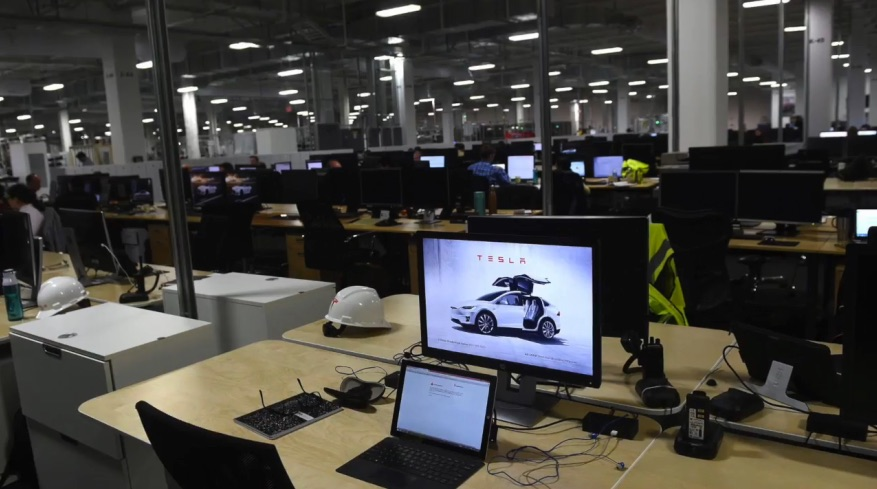 Inside-Tesla-Gigafactory-Office