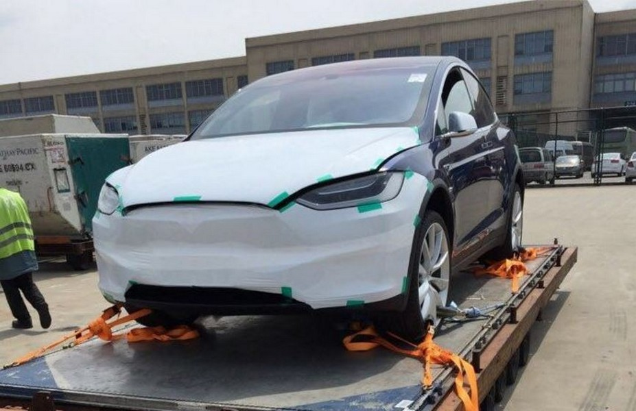 Tesla Model X spotted at Beijing airport [Source: autohome.com.cn]
