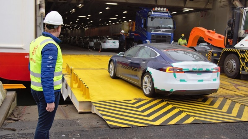 Nor Lines transporting Tesla Model S into Norway [Photo courtesy of Anders Sandvik]