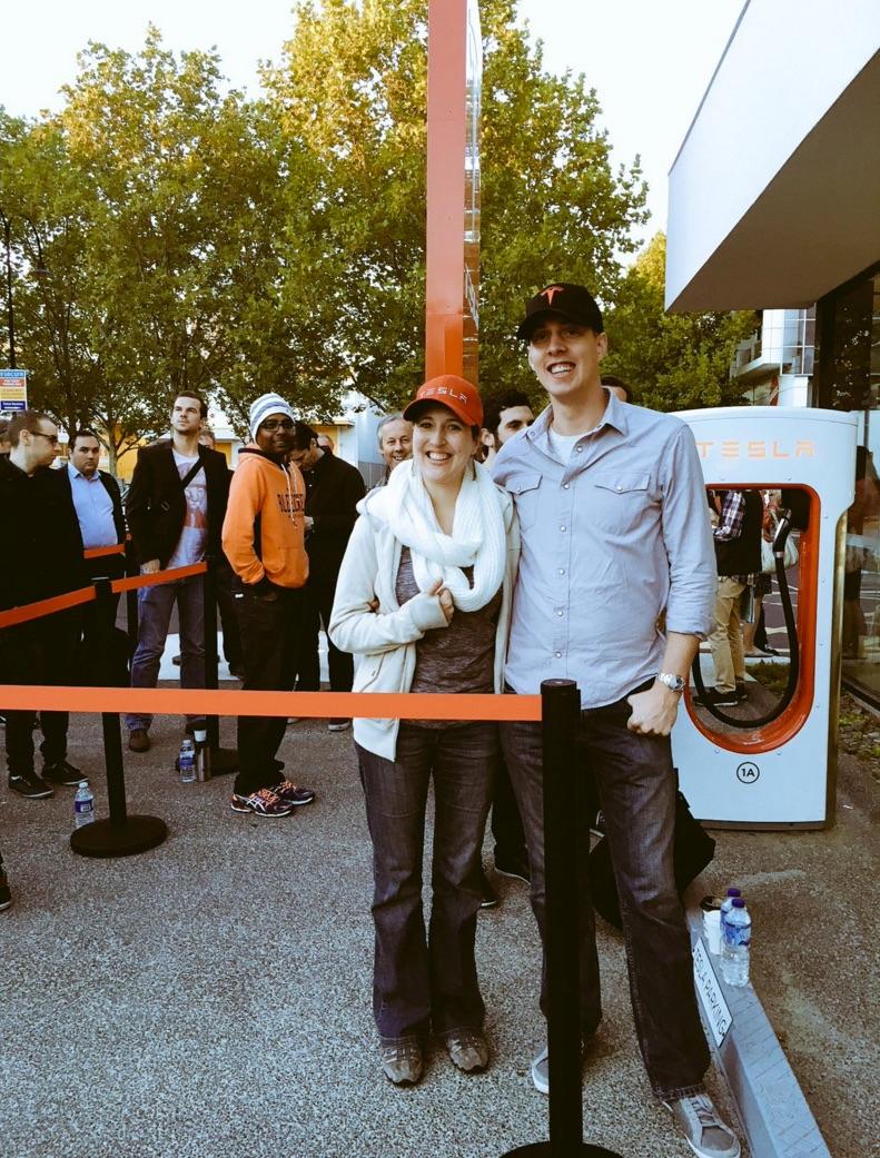 Line in front of Tesla Melbourne Australia store