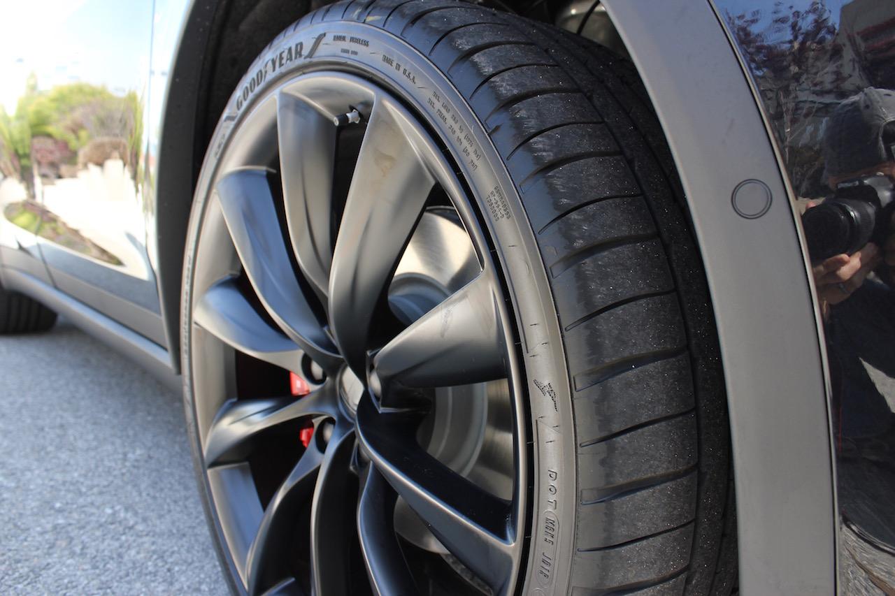 Tesla-Model-X-22-in-Onyx-Wheels