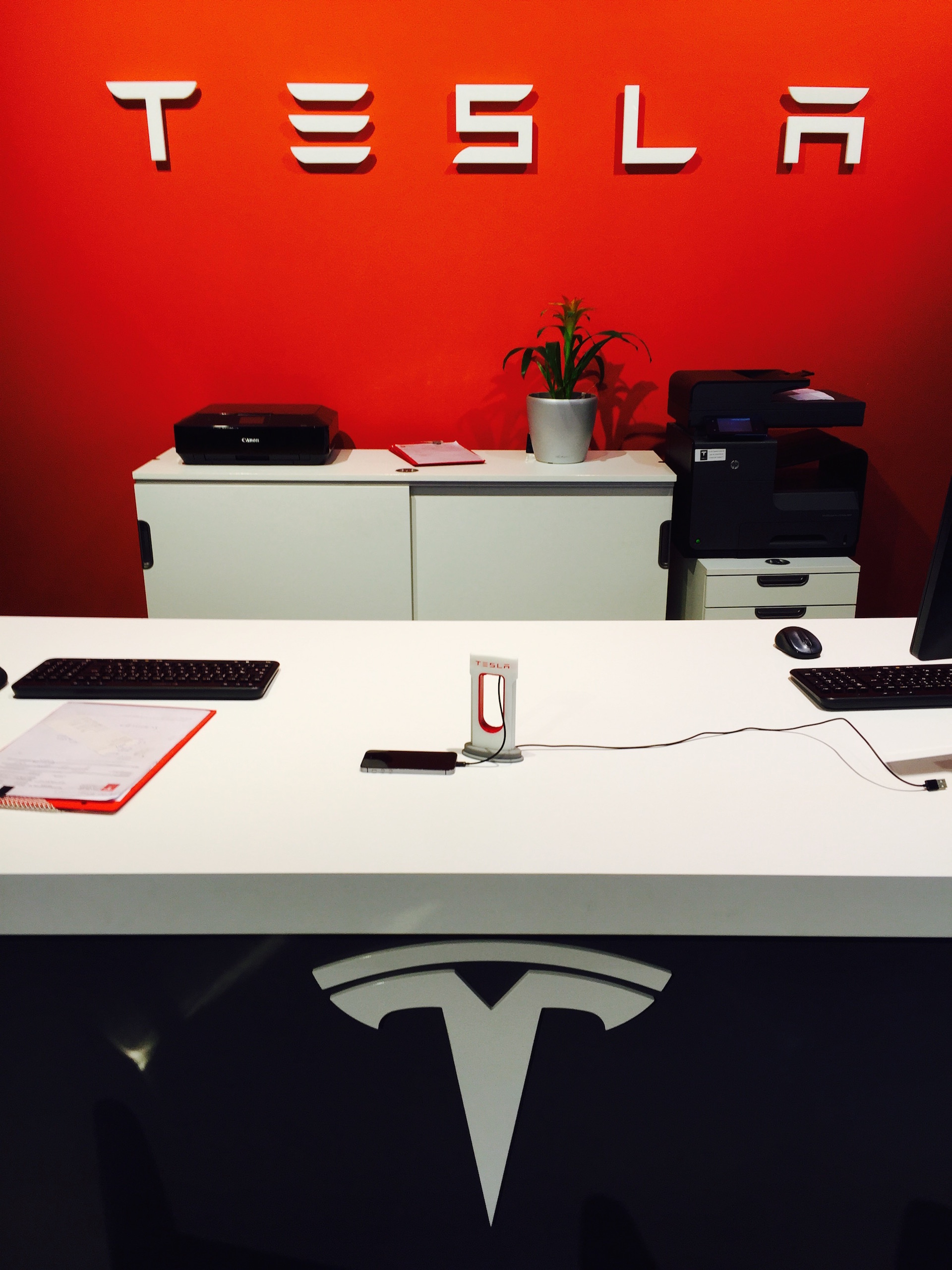 Tesla-office-desk-MySupercharger
