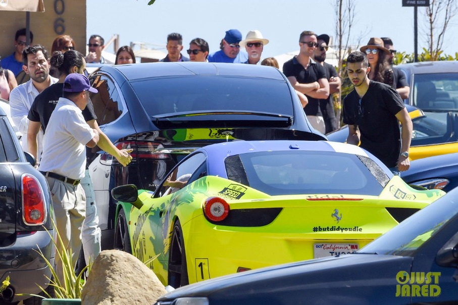 Adam-Levine-Ludicrous-Tesla-Model-X-P90D-Accident-2-Malibu-via-Just_Jared