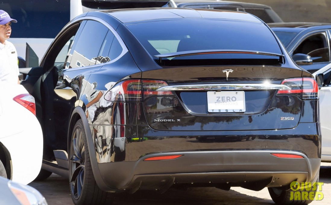Adam-Levine-Ludicrous-Tesla-Model-X-P90D-Ludicrous-via-Just_Jared