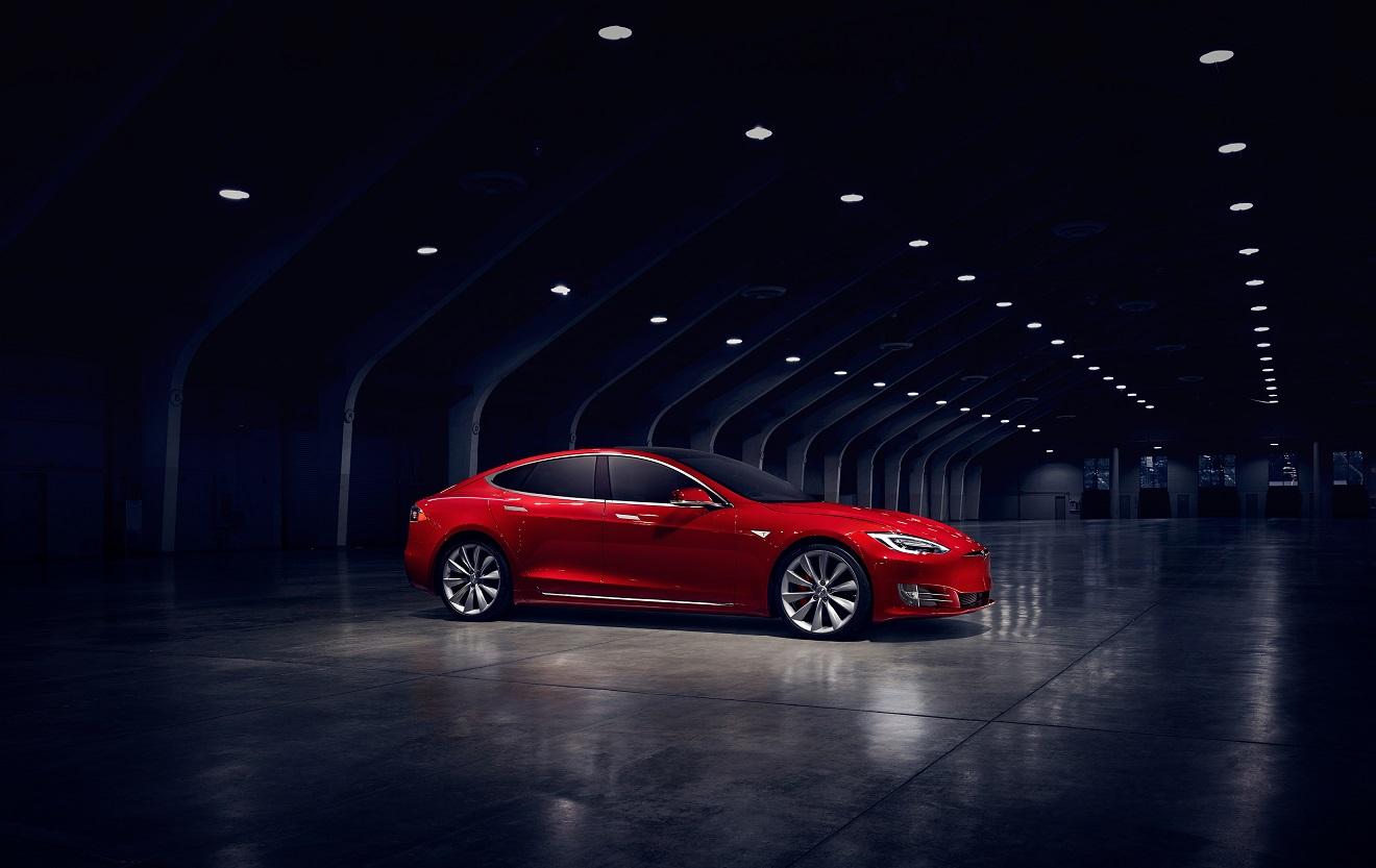 Red-Tesla-Model-S-Refresh