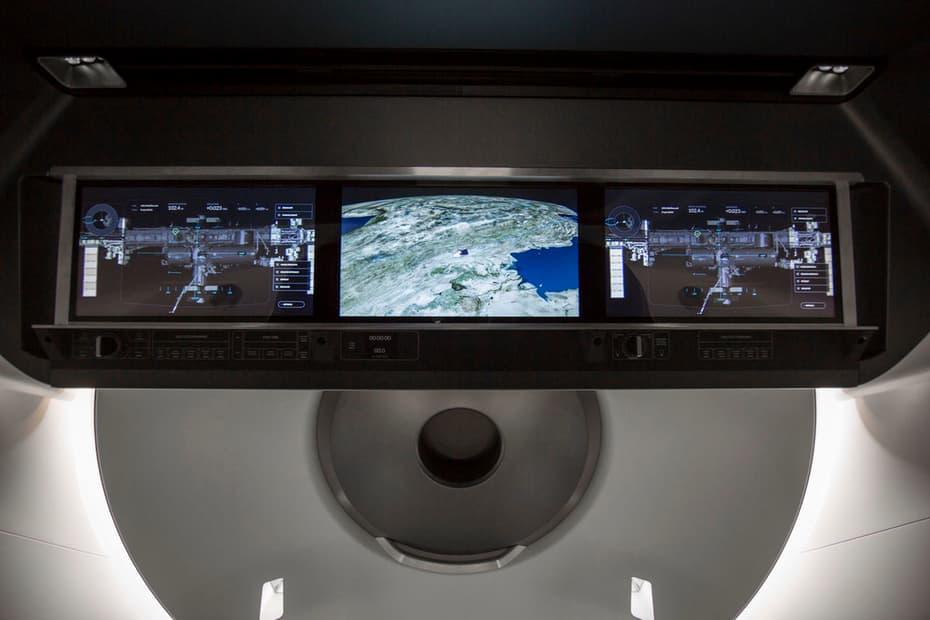 SpaceX-Crew-Dragon-Touchscreen
