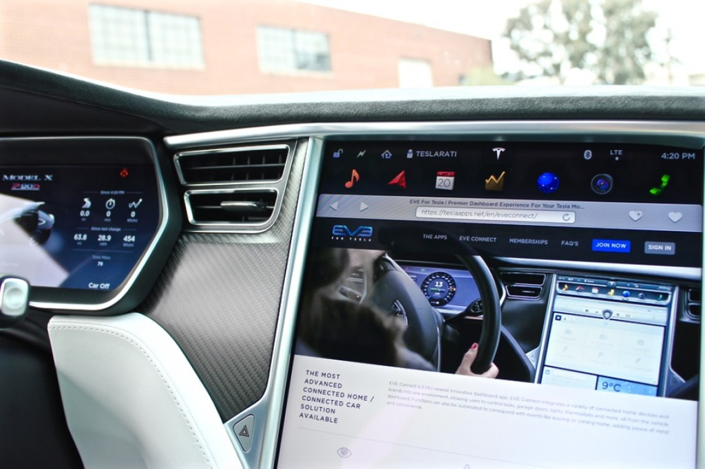 Tesla-EVEConnect-P90D-Touchscreen-Splash