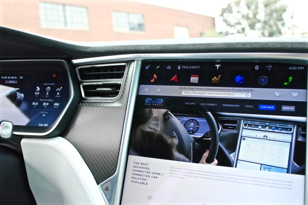 Tesla-EVEConnect-P90D-Touchscreen-Splash