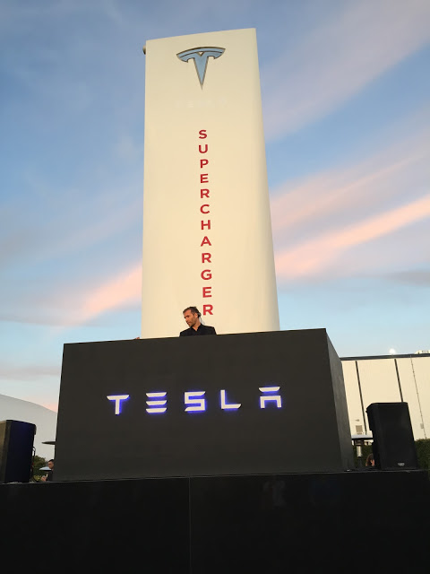 Tesla-Logo-Hawthorne-Supercharger