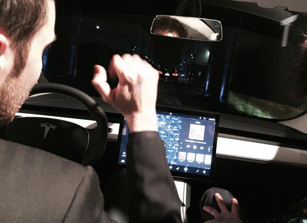 Tesla-Model-3-Dashboard
