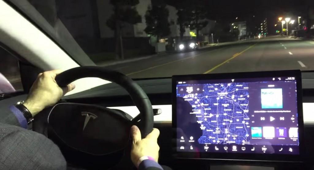 Tesla-Model-3-Dashboard-Touchscreen