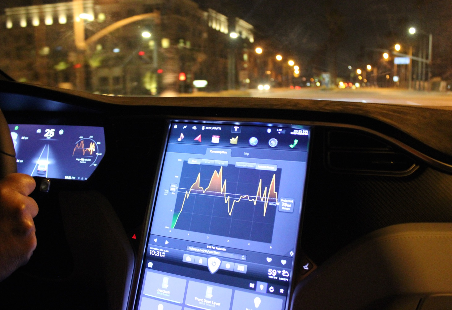 Tesla-Model-X-Touchscreen-Dash-Energy-EVE-Night