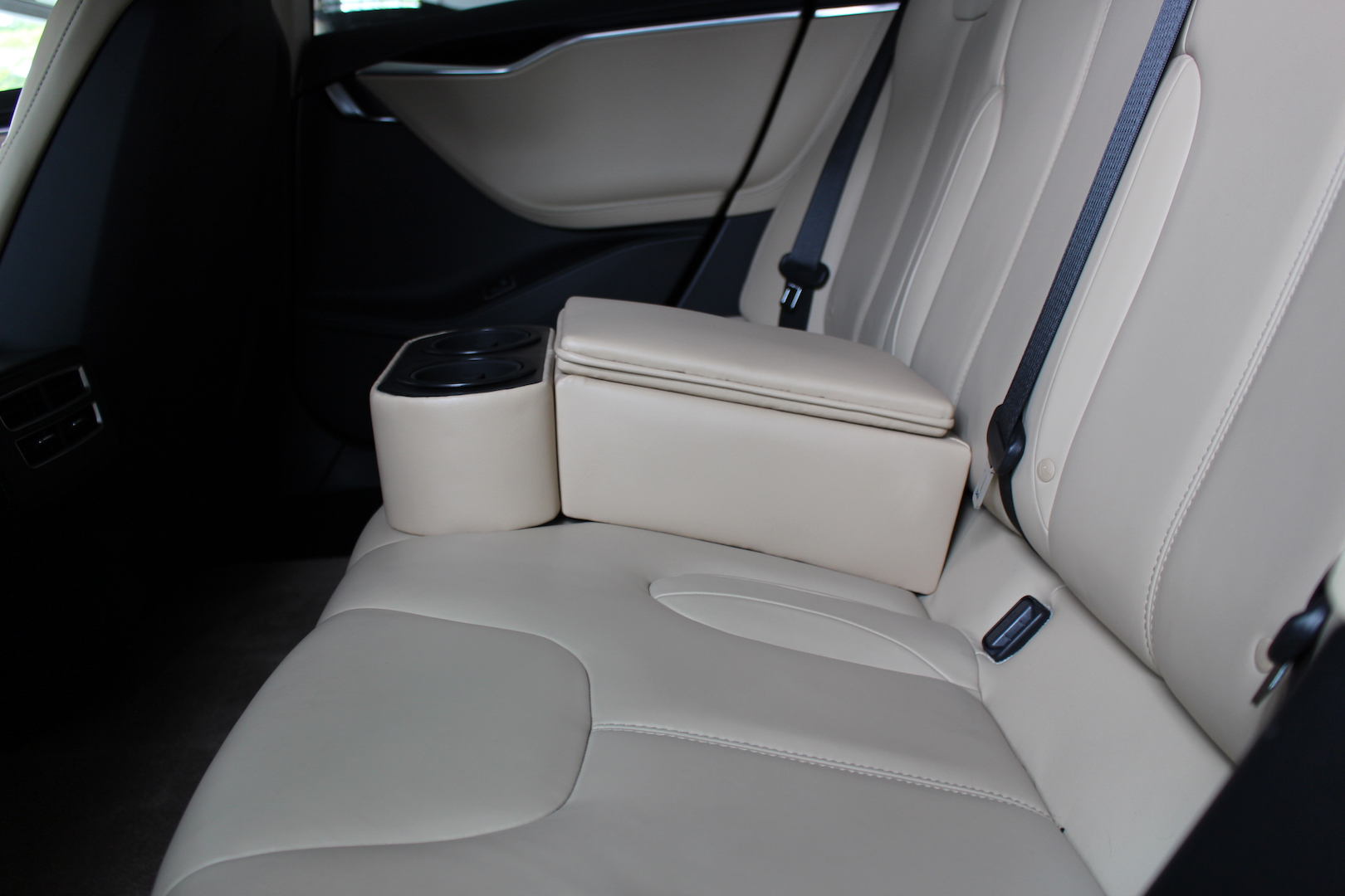 Rear center seatbelt on 5-door models