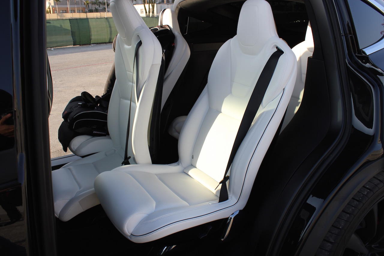 Tesla Model X 2nd row middle seat inclined
