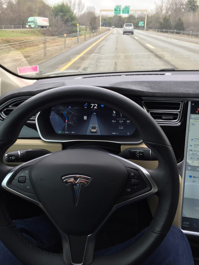 Experiencing Tesla's 30 Autopilot Trial on the highway