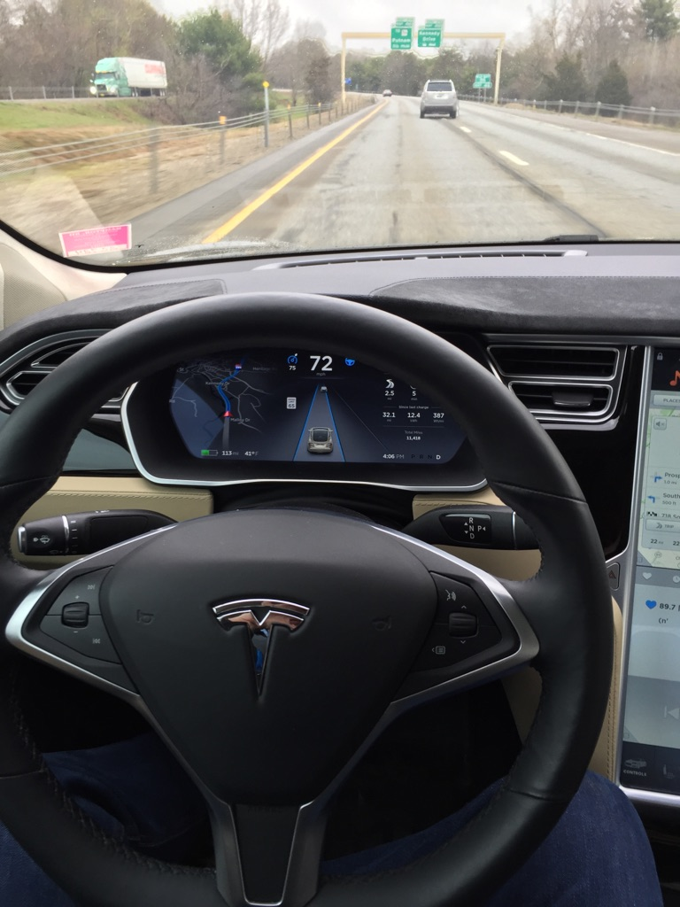 Tesla-Autopilot-dashboard-highway