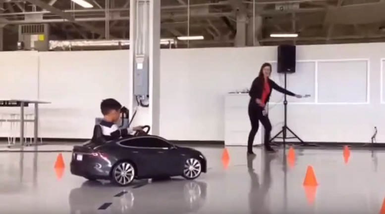 Tesla_Model_S_Mini_Test_Drive_Track_Factory_Floor