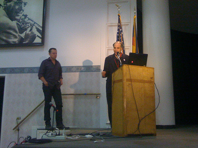 Dr. Zubrin of The Mars Society introduces Elon Musk. (Credit: Chris Radcliff under CC by SA-2.0.)