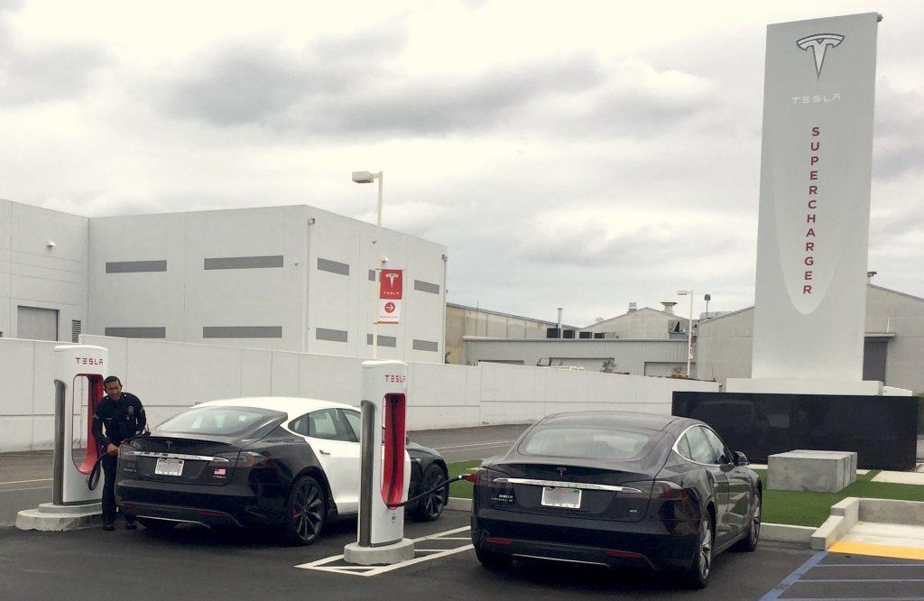 LAPD-Tesla-Hawthorne-Supercharger-3