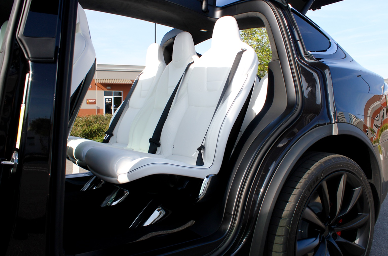 Model-X-Ultra-White-Second-Row-Seats