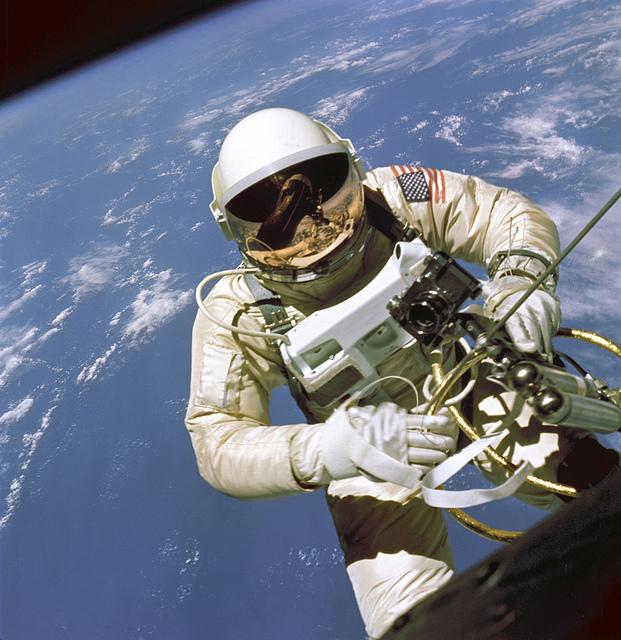 NASA_Ed-White_EVA