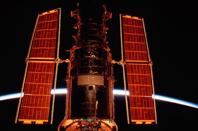 NASA_Hubble-Solar-Panels